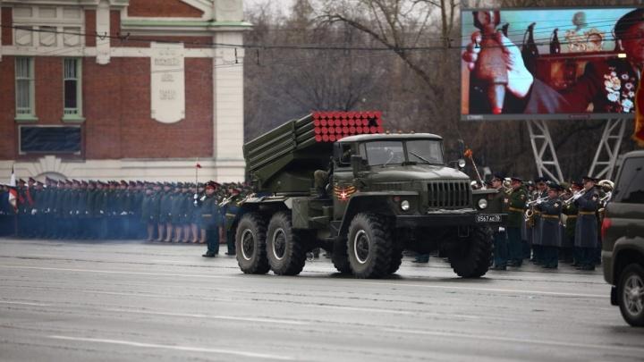 Сегодня перекроют три улицы: Новосибирск продолжает готовиться ко Дню Победы