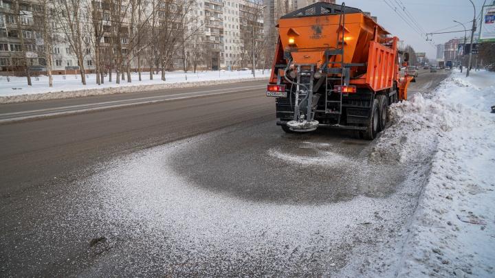 «Гниют пороги, обувь разъедает до стелек»: вся правда о новой химии, которой посыпают улицы Новосибирска