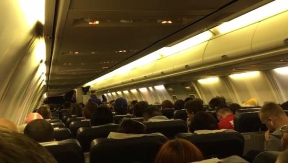 Командир самолета по громкой связи поздравил красноярских футболистов с выходом в Премьер-лигу