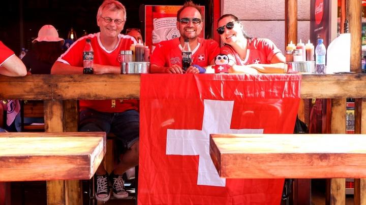«Всё началось со шведов». Три кафе на Покровке стали штаб-квартирой иностранных болельщиков