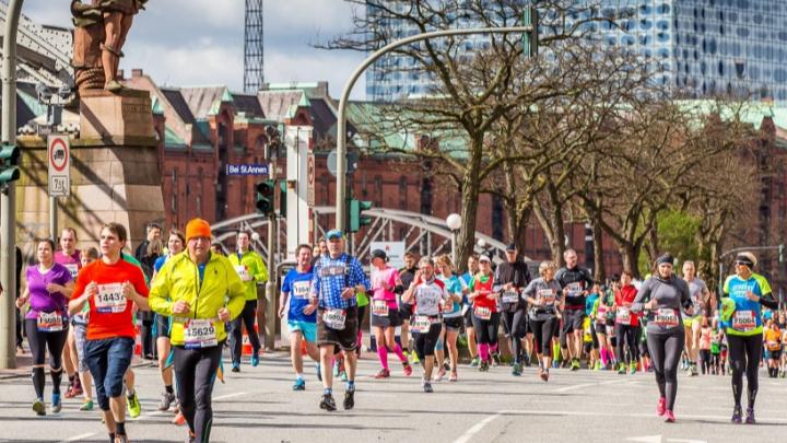 Бегом к своей мечте: жителю ЖК «Лесопарковый» подарят перелёт на международный марафон