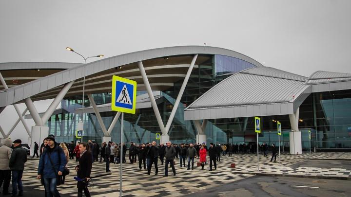 Бакланы ни при чем: в Платове объяснили, почему протекла крыша здания аэропорта