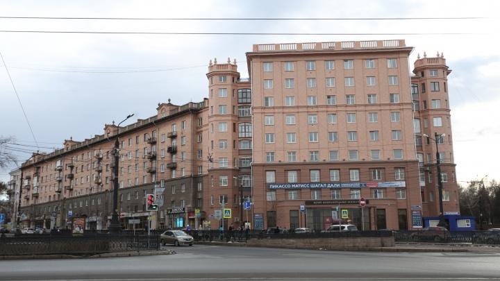 «Воспроизведено один в один»: в центре Челябинска закончили «ослепительный» ремонт старинного дома