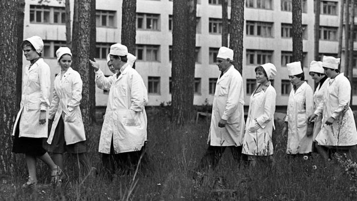 История в белых халатах. В Екатеринбурге покажут редкие снимки со стройки Медгородка