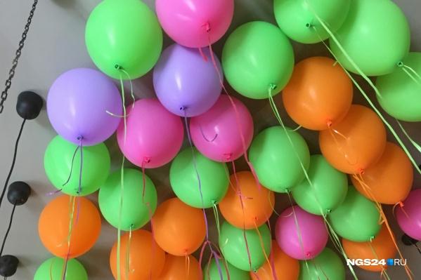 Воздушные шары разлагаются в природе до 4 лет, они могут стать причиной гибели морских животных, рыб и птиц<br>
