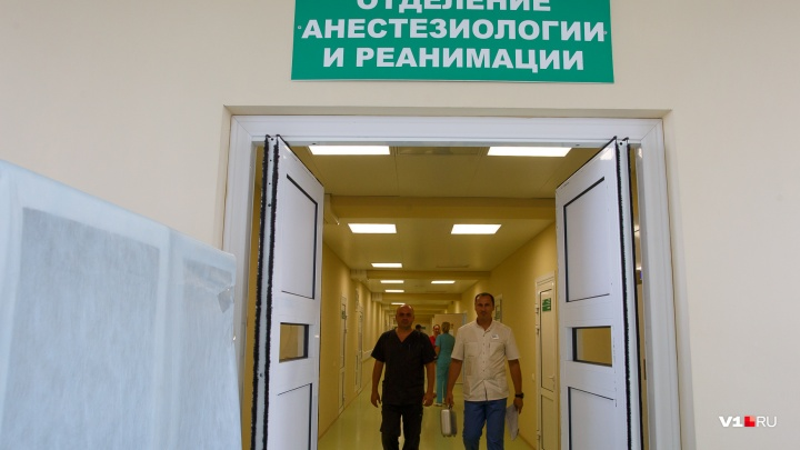 Волгоградские врачи спасают отравившегося грибами мужчину
