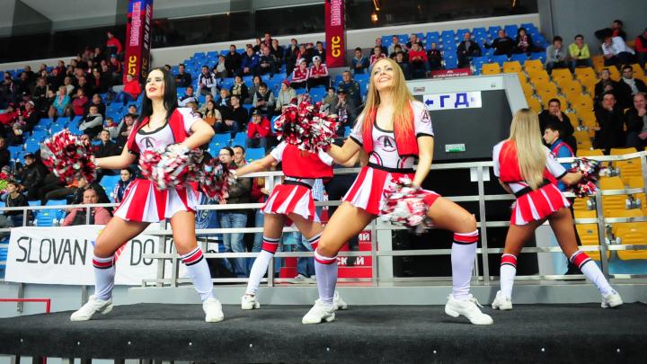 В Екатеринбурге выбрали красоток для групп поддержки «Автомобилиста» и БК УГМК: как это было