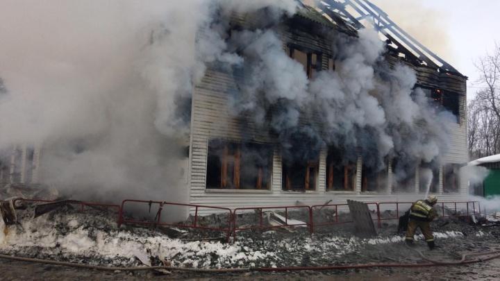 В Башкирии сгорело здание горнолыжного комплекса