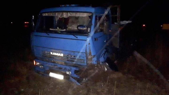 В Башкирии легковушка залетела под КАМАЗ: пострадал водитель