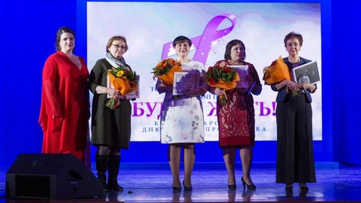 Медсестра из Красноярска получила награду в Кремле за помощь больным раком