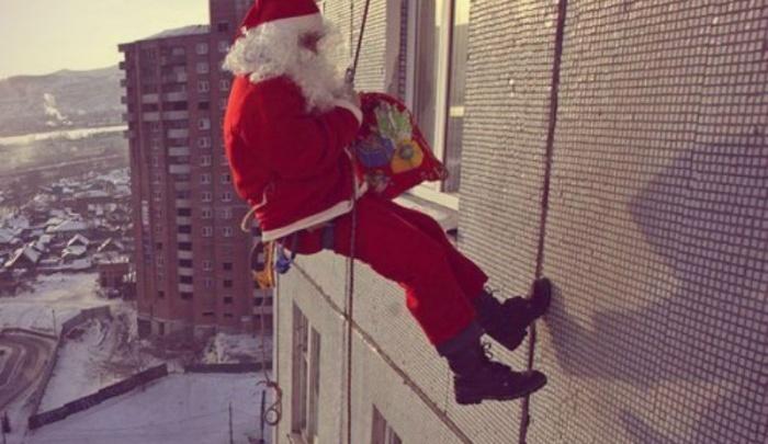 «Ждали Деда Мороза, а пришёл грабитель с отмычкой»: в центре Уфы Санта обчистил квартиру