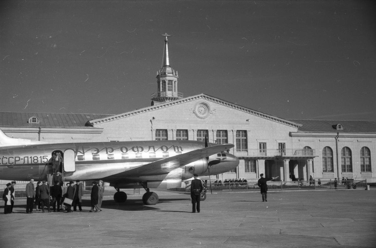 Экскурсия посвящена истории аэропорта и окружающего его района