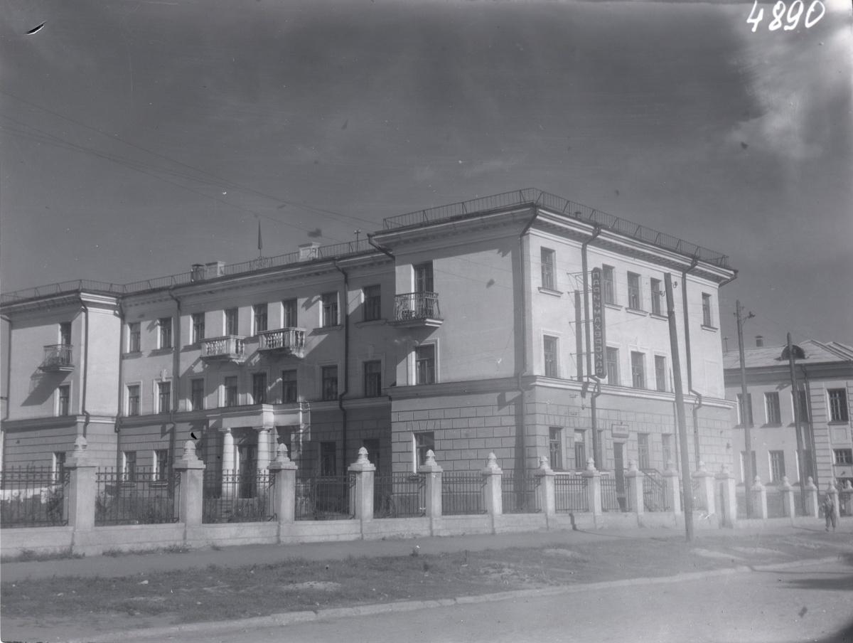 Жилой дом по центральной улице Сортировки —Технической