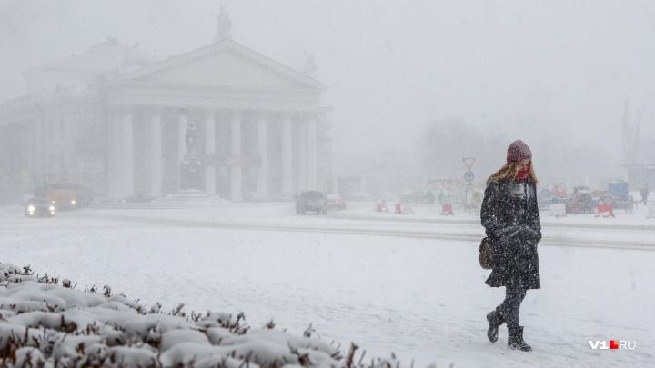 Снег с дождем и сногсшибательный ветер: разыгравшаяся стихия задержится в Волгограде до завтра