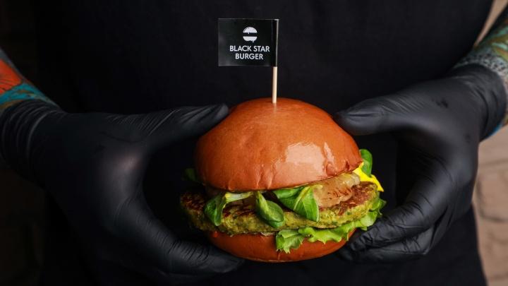 В челябинском ресторане Black Star Burger провели экологический аудит после истории в Лос-Анджелесе