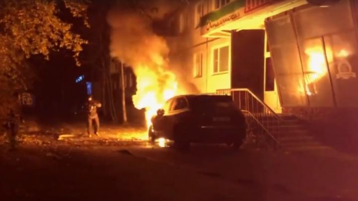 Три иномарки за ночь: по Северодвинску и Тойнокурью прошла волна автомобильных пожаров