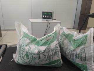 Пассажир рейса из Ташкента пытался убедить таможенников, что везет этот чай для себя