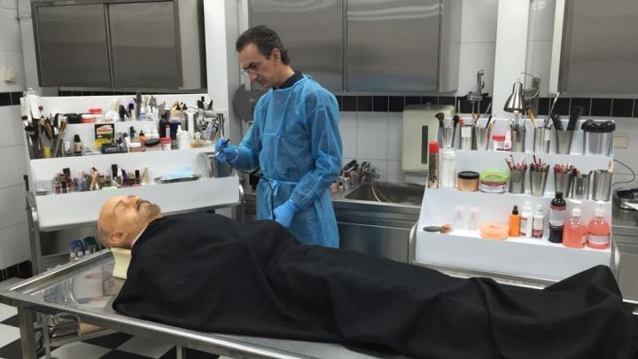 Фото: в крематории появилась силиконовая копия Ленина