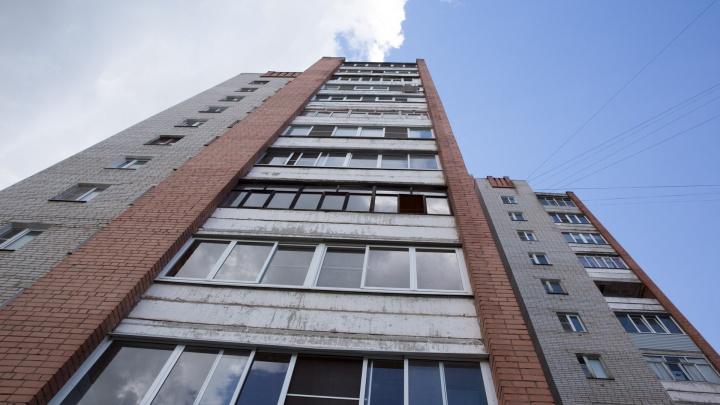 В Ярославле, упав с пятого этажа, разбился молодой мужчина