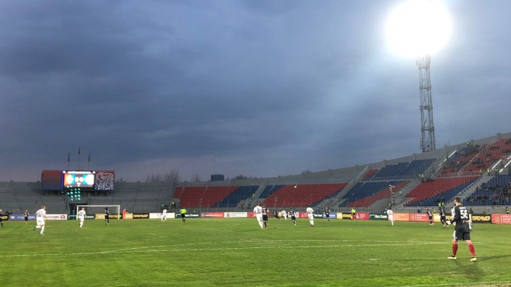Футбольный «Енисей» впервые выиграл матч после череды поражений. Тренера спросили об отставке