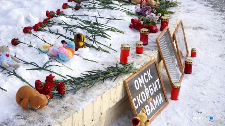 «Тяжело говорить об этом»: фоторепортаж с акции памяти жертв магнитогорской трагедии