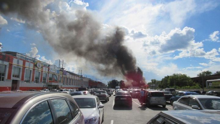 В Кургане пожар в районе промышленных зданий бывшего завода КЗКТ
