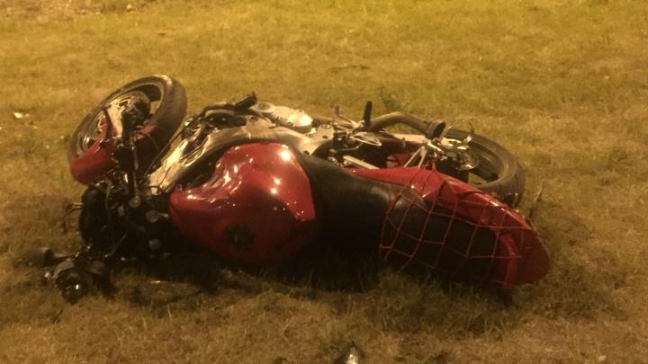 Вылетел на газон: в Тольятти погиб мотоциклист без прав