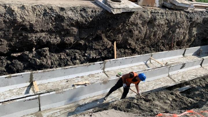 «Разрыто всё»: коммунальщики продлили перекрытие улицы Обской на три недели