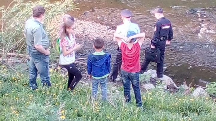 Дети нашли в центре Екатеринбурга гранату и понесли ее в ближайший магазин
