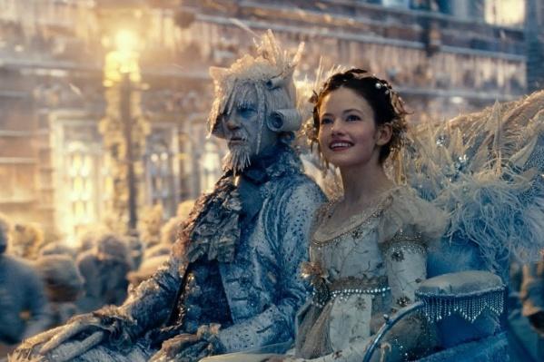 И еще раз — о Щелкунчике и Мышином короле, замечательной доброй девочке и настоящей любви. На этот раз сказку Гофмана рассказали американские режиссеры Лассе Халльстрём, Джо Джонстон «Щелкунчик и четыре королевства»