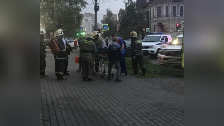 «Находился без сознания»: в центре Архангельска мужчина выпал с балкона девятого этажа