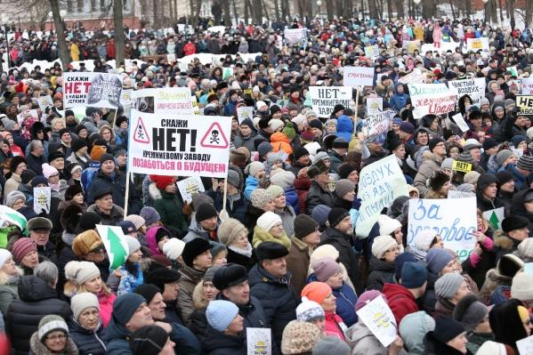 В Златоусте сегодня проходит митинг против строительства кремниевого завода