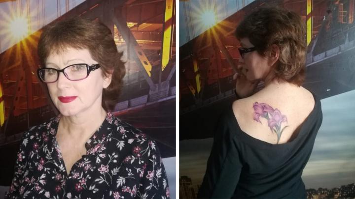 59-летняя сибирячка сделала на спор тату на спине. Соседка заплатила ей за это 10 тысяч рублей