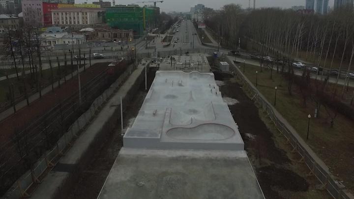 Лунный пейзаж за минуту до снега: летаем над новым скейт-парком в самом центре Екатеринбурга