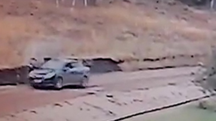 Момент взрыва иномарки в Ишимбае засняли уличные камеры видеонаблюдения