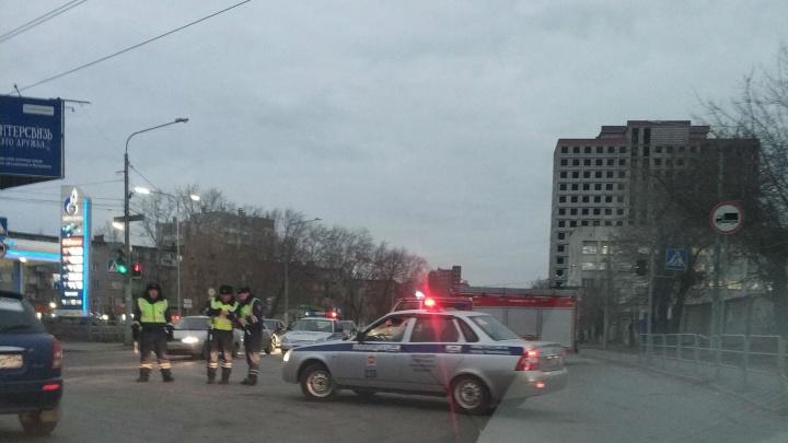 «Ну и пробища!»: в центре Челябинска перекрыли дороги