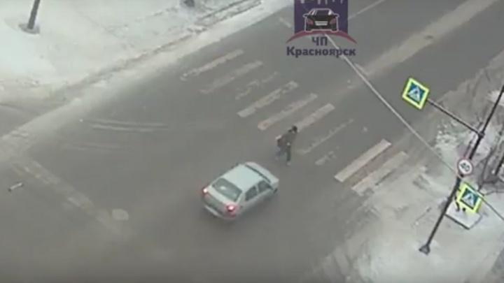 Водитель сбил переходившего дорогу на красный пешехода и скрылся
