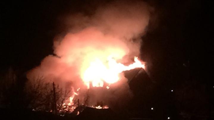 Гостиница сгорела ночью в Октябрьском районе
