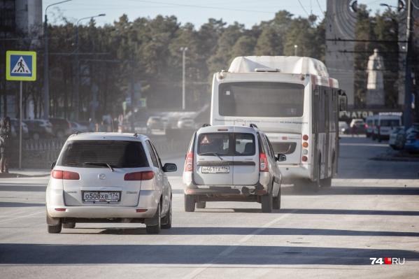 Может показаться, что эта дымка — смог, но на самом деле это мелкая пыль, поднятая транспортом с дороги