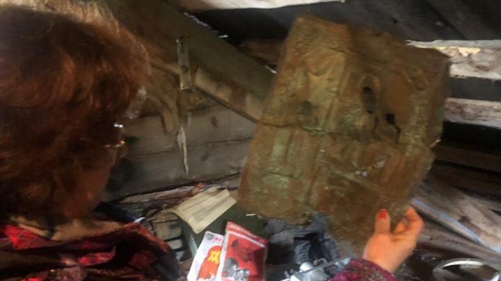 «Нечаянная радость»: на чердаке аэропорта в Лопшеньге среди хлама нашли икону XIX века