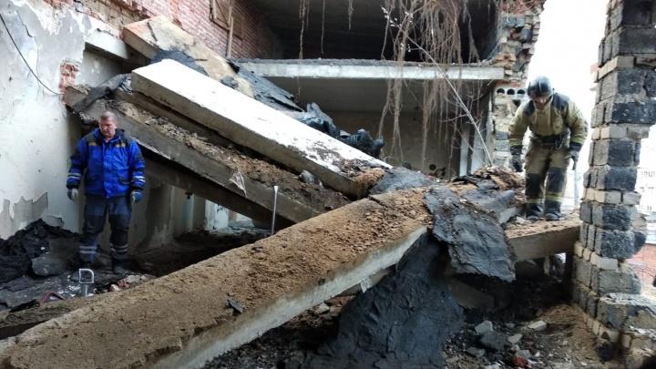В Первоуральске на подростка рухнула бетонная плита в заброшенной школе