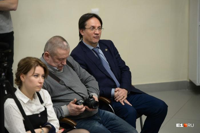 Гагарин (крайний справа) получил выговор и был уволен