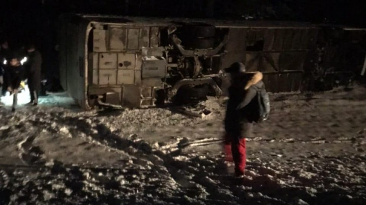 «Все поняли, что что-то не так»: пассажир перевернувшегося автобуса рассказал, как всё было
