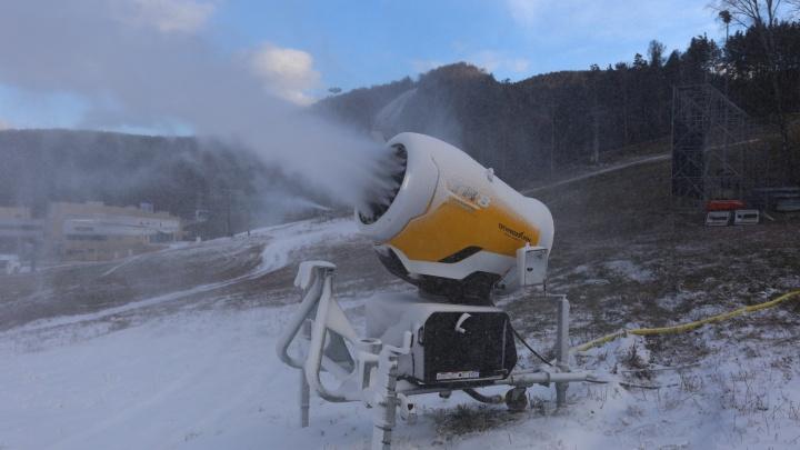 «Бобровый лог» включил снежные пушки и обещает открыть сезон через 10 дней