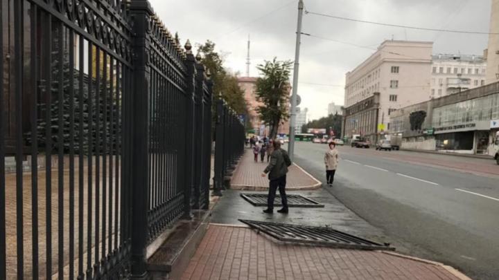 В Челябинске арестовали мужчину,сломавшего ворота в резиденцию губернатора