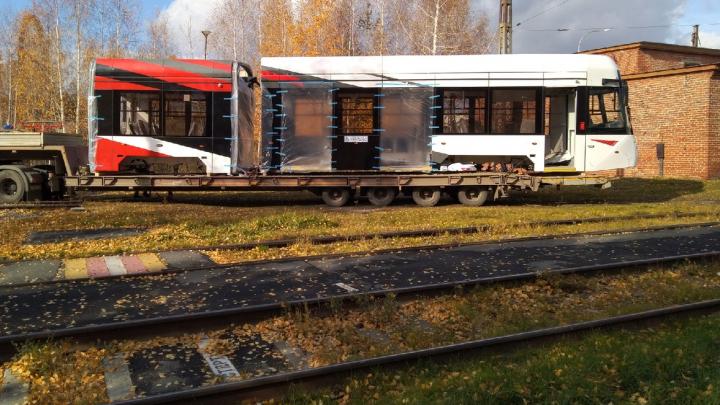 В Екатеринбурге пройдет обкаткутрехсекционный трамвай, который показывали на «Иннопроме»