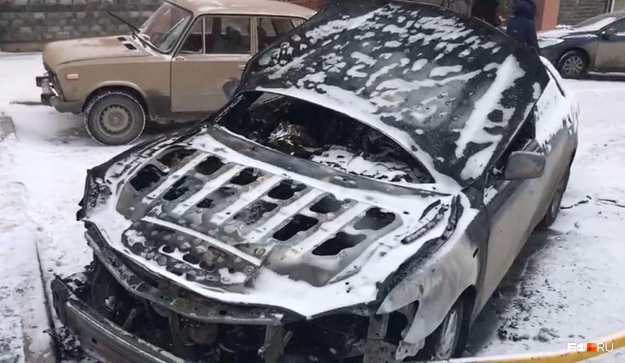 Автомобиль после пожара вряд ли можно восстановить