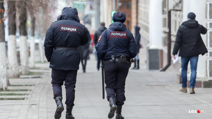 В Таганроге разыскивают мужчину, который приставал к детям на площадке