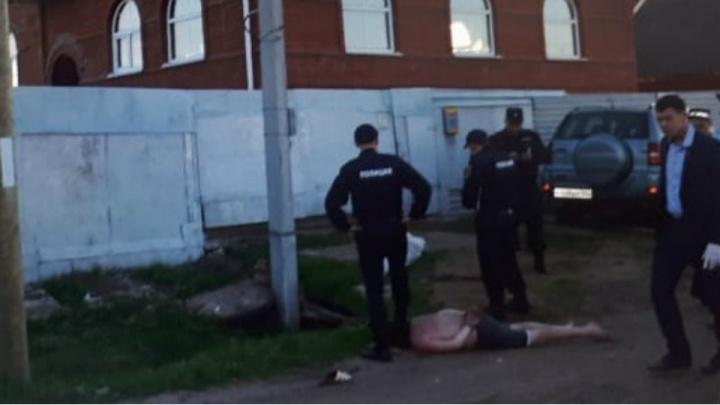 В Башкирии мужчина с заряженным ружьем напал на полицейских