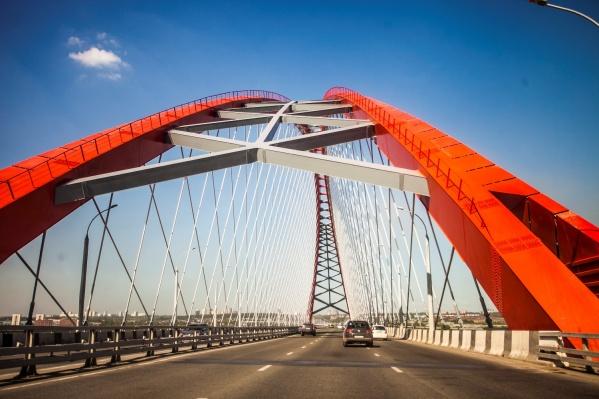 Бугринский мост сразу стал одной из главных новосибирских достопримечательностей, а фото с ним есть у каждого